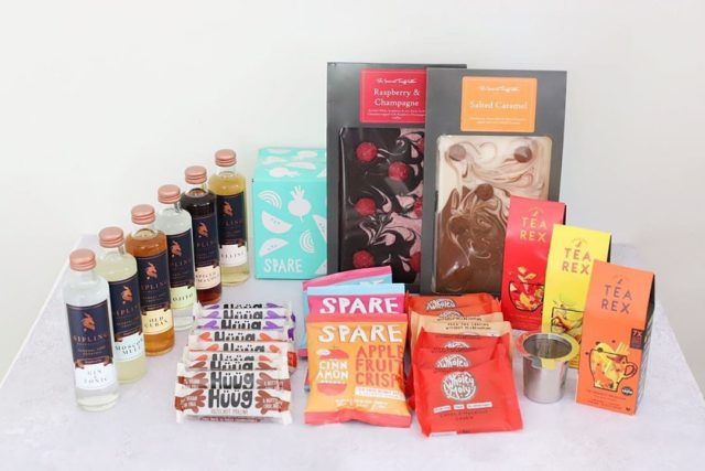 🌟🌟COMPETITION TIME!! 🌟🌟 Happy Easter! Wow, have we got a competition for you!! We have joined forces with an impressive crew to bring you this incredible haul. These goodies make up a little something to enjoy during some well deserved you time in this challenging period! 🤗  To be in with a chance of winning:  1. Follow these fabulous companies: @sparesnacks @tearexrocks @the_secret_truffletier @siplingbeverageco @wholey.moly @huuglife 2. Add this post to your stories
